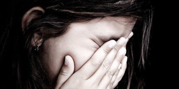 Οργή στην Τυνησία. 13χρονο κορίτσι παντρεύτηκε με δικαστική απόφαση τον θετό αδελφό και βιαστή της που...