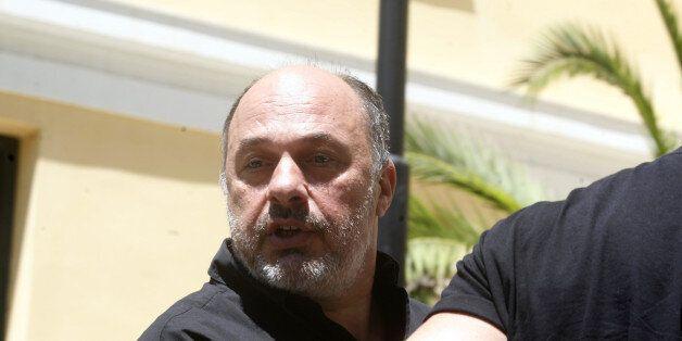 Στο αυτόφωρο δημοσιογράφος μετά από μήνυση του Αχιλλέα Μπέου. Είχε (επίσης) καταθέσει μήνυση εναντίον