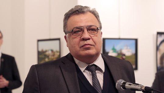 Καρέ-καρέ η δολοφονία του Ρώσου πρέσβη στην Άγκυρα από τον φακό του Associated