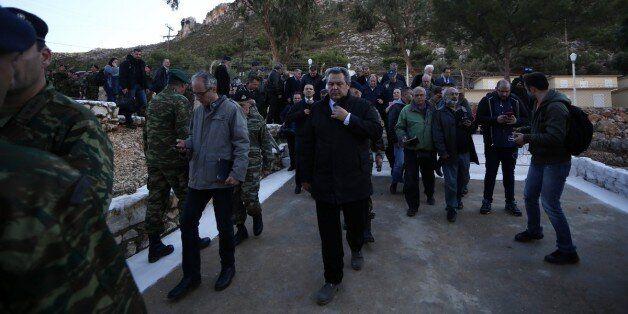 «Να, στα μούτρα σας»: Επίθεση «Αυγής» κατά Καμμένου και ΣΥΡΙΖΑ για την επίσκεψη σε ακριτικά νησιά με...