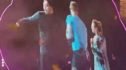 Oι Coldplay σταμάτησαν τη συναυλία τους για να κάνει ένας άντρας πρόταση γάμου αλλά σήκωσαν στη σκηνή τη λάθος