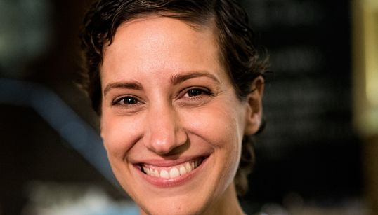 Η Μαριλένα Καραμολέγκου ανακάλυψε τον καρκίνο στα 33. Σήμερα, φορά την ατυχία της ως