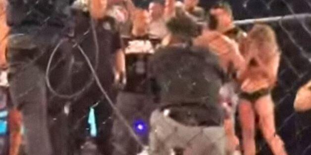Μαχητής του ΜΜΑ έριξε κατά λάθος γροθιά σε κορίτσι του ρινγκ όταν ανακοινώθηκε η ήττα