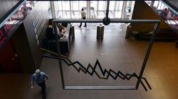 Bloomberg: Ελάφρυνση του ελληνικού χρέους προεξοφλούν οι