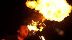 Καλλιτέχνης που πετούσε φωτιά από το στόμα του έκαψε νυχτερινό