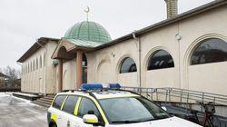Άγνωστοι εισέβαλαν σε τέμενος στη Στοκχόλμη, ζωγράφισαν σβάστικες κι έγραψαν συνθήματα