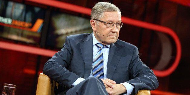 (GERMANY OUT) Klaus Regling (Geschäftsführender Direktor ESM und EFSF) in der ARD-Talkshow GÜNTHER...