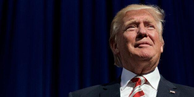 Ο Τραμπ ανακοίνωσε ότι θα παραδώσει τις επιχειρήσεις του στα παιδιά