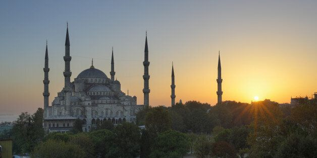 Turkey, Istanbul, View of Sultan Ahmed Mosque at Sultanahmet