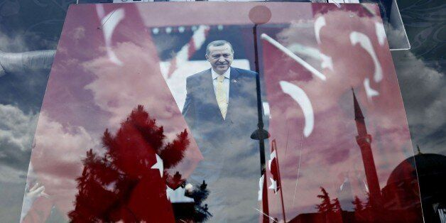 Το ΥΠΕΞ για τις δηλώσεις Ερντογάν κατά Κύπρου για τη σημαία: Αυθαίρετοι οι συμψηφισμοί της