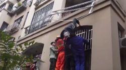 Ένας ηλικιωμένος έπεσε από τον 3ο όροφο διαμερίσματος στην Κίνα και σώθηκε χάρη στο σύρμα που απλώνουν τα