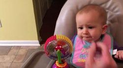 Μωρό δοκιμάζει για πρώτη φορά