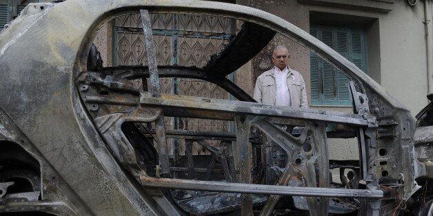 Μπαράζ εμπρησμών στα Κάτω Πετράλωνα: Επτά αυτοκίνητα τυλίχτηκαν στις