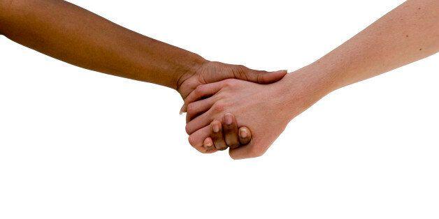 Πολυνομοσχέδιο κατά των διακρίσεων στη Βουλή. Εξισώνει το σύμφωνο συμβίωσης με το