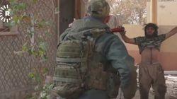 «Μη φοβάστε, δεν θα ανατιναχτώ»: Μαχητής του ISIS παραδίδεται σε