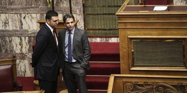 Η σκιώδης κυβέρνηση του Μητσοτάκη με εκπρόσωπο Τύπου τον Βασίλη Κικίλια. Κάρτα μέλους στα 12