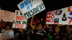 1.200 άνθρωποι συμμετείχαν σε συγκέντρωση εναντίον του Τραμπ στη Νέα