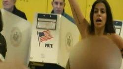 Oι «Femen» χτύπησαν και στις αμερικανικές εκλογές. Ημίγυμνη διαμαρτυρία κατά του Τραμπ σε εκλογικό κέντρο στο