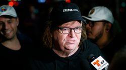 30.000 άνθρωποι δημοσιεύουν κάθε ώρα αυτή τη λίστα του Michael Moore για τον