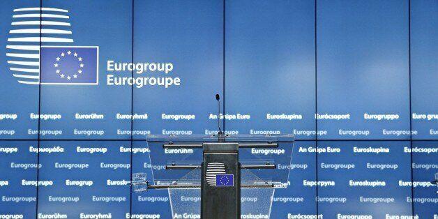 Με μια τακτική από τα παλιά η ΕΕ ψάχνει τη χρυσή τομή για το χρέος για την παραμονή του ΔΝΤ και την ικανοποίηση...