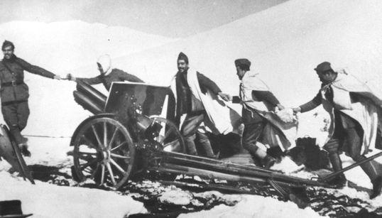Στα άδυτα του Πολεμικού Μουσείου: Tα άγνωστα εκθέματα και οι σπάνιες φωτογραφίες του Έπους του