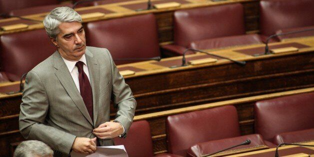 Σφοδρή αντιπαράθεση Κεδίκογλου - Παππά στη Βουλή για τις τηλεοπτικές