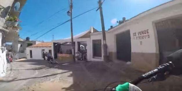 Στα όρια του ιλίγγου: Ξέφρενη ποδηλατική κούρσα στους επικίνδυνους δρόμους ορεινής μεξικανικής