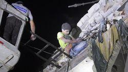 Εικόνες πολέμου: Ανήλικο αγόρι εγκλωβισμένο στην οροφή του βομβαρδισμένου σπιτιού του στο