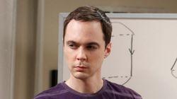 Big Bang Theory spoiler alert! Επιτέλους ο Sheldon μας είπε γιατί χτυπά πάντα τρεις
