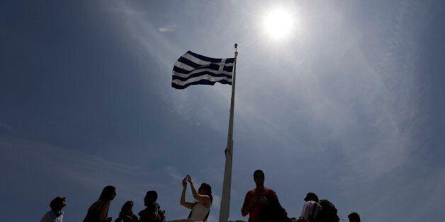 Διαστρεβλώνεται επικίνδυνα το ελληνικό
