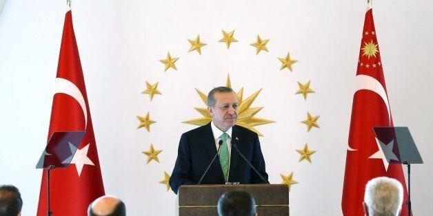 Μεταξύ οθωμανικού αταβισμού και διεθνιστικής