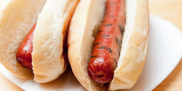 Η Μαλαισία απαγορεύει την ονομασία «hot dog» γιατί θεωρεί ότι είναι