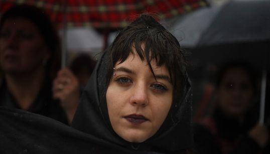 «Πειράζεις μία από εμάς, αντιδρούμε όλες». Διαμαρτυρίες στην Αργεντινή μετά από έναν ακόμα θανάσιμο