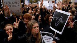 Και μια νίκη. Η κυβέρνηση της Πολωνίας κάνει πίσω στο νομοσχέδιο για καθολική απαγόρευση των