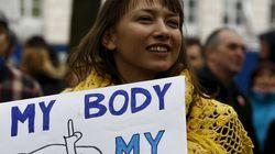 Πολωνία: Η Βουλή απέρριψε την πλήρη απαγόρευση των αμβλώσεων, έπειτα από τις διαδηλώσεις 100.000