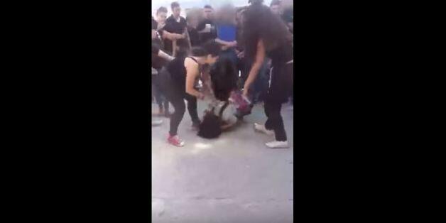 Υπό κράτηση οι μαθήτριες μετά τον άγριο ξυλοδαρμό συμμαθήτριάς τους σε σχολείο της