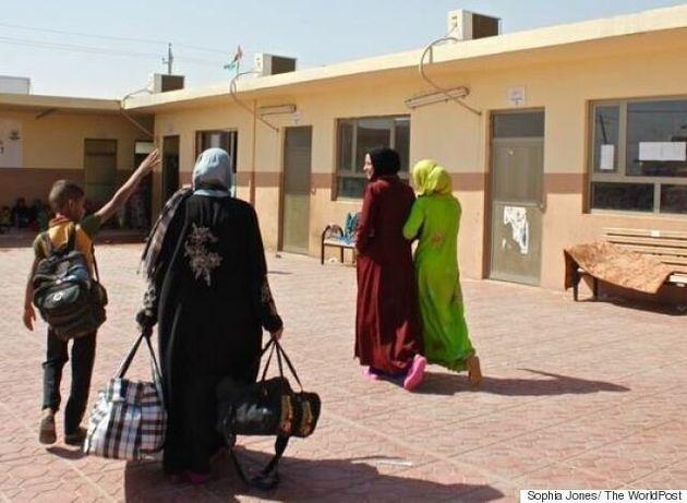 Oι γυναίκες παίρνουν πίσω τη ζωή τους μετά από δυο βάναυσα χρόνια στα χέρια του ISIS: «Τώρα είμαστε