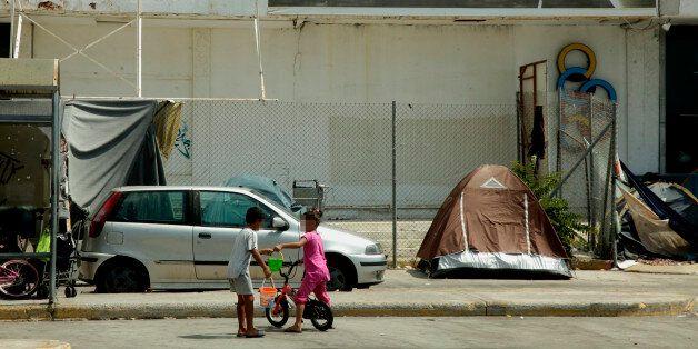 Αγωνία για 7χρονη που χαροπαλεύει ύστερα από πτώση στον καταυλισμό του Ελληνικού: Σοβαρή καταγγελία για...