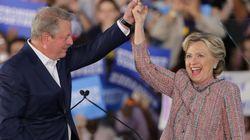 Η Κλίντον επιστρατεύει τον Αλ Γκορ για την προσέλκυση περισσότερων ψηφοφόρων στις