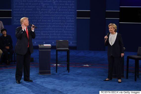 Ανηλεής επίθεση Τραμπ σε Χίλαρι στο δεύτερο debate. Αναφορές στις σχέσεις του Κλίντον με τις γυναίκες....