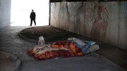 Οι Έλληνες είναι εγκλωβισμένοι στις συνέπειες της οικονομικής κρίσης, σύμφωνα με νέα