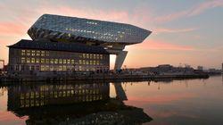Η αρχιτεκτονική φίρμα της Zaha Hadid δημιούργησε ένα «αιωρούμενο διαμάντι» στο λιμάνι της