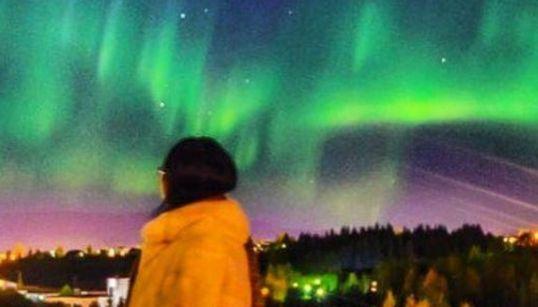Το Ρέικιαβικ έσβησε τα φώτα του για να γεμίσει με τα εκπληκτικά χρώματα του «Βόρειου