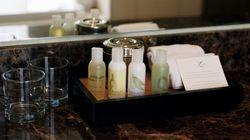 Γιατί τα ξενοδοχεία προσφέρουν σαπούνια, σαμπουάν, λοσιόν αλλά ποτέ