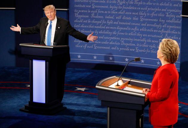 Debate σε ηλεκτρισμένη ατμόσφαιρα για Κλίντον και Τραμπ. Αλληλοκατηγορίες για εξωτερική πολιτική, οικονομία,