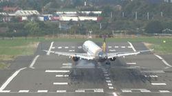 Δείτε τι προκάλεσαν οι πλευρικοί άνεμοι σε αυτό το αεροπλάνο κατά τη διάρκεια της