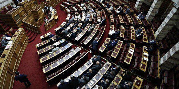 Την Τρίτη ψηφίζονται τα προαπαιτούμενα για την υποδόση των 2,8 δισ.