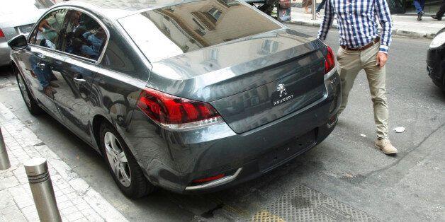 Αφαίρεσαν πινακίδες υπουργικού αυτοκινήτου την ώρα που ο υπουργός είχε συνάντηση με την Ντέλια του