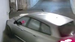 Συγκρουόμενα σε γκαράζ! Πώς ξεπαρκάρει ένας μεθυσμένος την Alfa Romeo