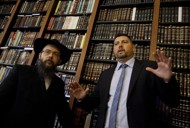 Η «αναγέννηση» σκληροπυρηνικού Ούγγρου νεοναζιστή σε πιστό Εβραίο αφού ανακάλυψε τις πραγματικές του